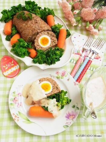 ちょっぴり手の込んだレシピに挑戦したい方におすすめ、ドイツ風ミートローフ。茹で卵を真ん中に詰めた贅沢な一品は、見た目も華やかで美味しい!お子様も大喜び間違いなしです。