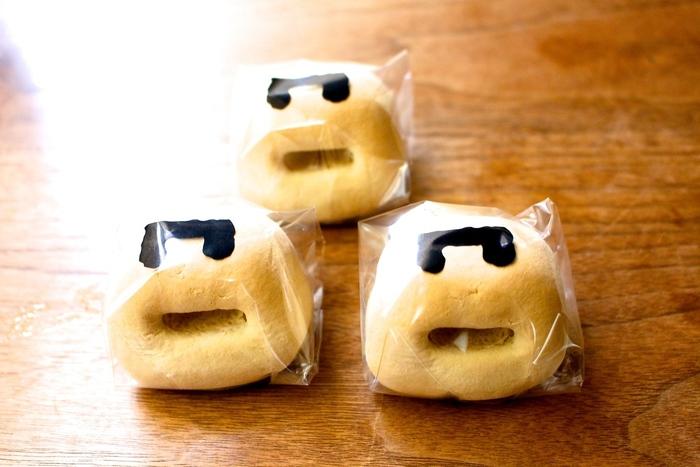 名前の通り、かまどをモチーフにした和菓子です。84年の歴史があり、香川ではCMも有名で多くの人に愛されています。ホロホロと崩れる皮と、黄身餡の優しい甘みが◎