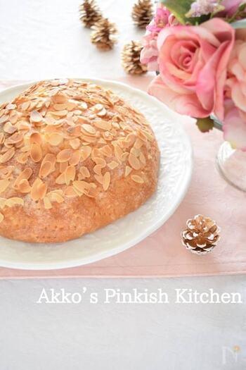ドイツの菓子パン、ブッタークーヘン。ケーキのような形に焼き上げれば、おもてなし料理にぴったりです。バター香る優しい素朴な味わいです♪