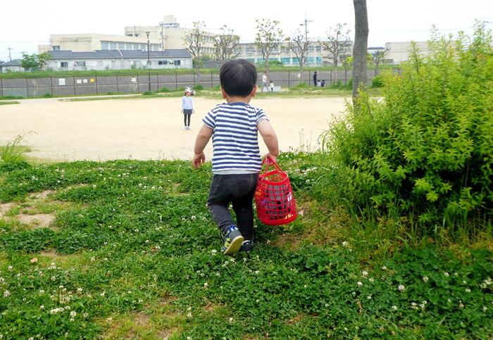 ママは、子供の見守り役として、わが子の外遊びの場所に、付き添うことも度々ありますよね。公園で子どもの様子を見守りながらずっと立って過ごして帰宅すると、どっと疲れを感じている自分に気づくことも多いものです。  そのようなシーンでも、椅子一脚をお供にしませんか。自分なりの「リラックスタイム」に変身させることができますよ*