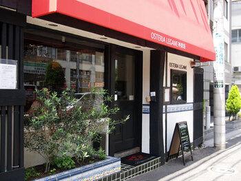 牛込神楽坂駅のすぐそばにある「神楽坂イタリアン」は、なんと105種のワインボトルと15種のグラスワインを楽しめるイタリアンレストラン。