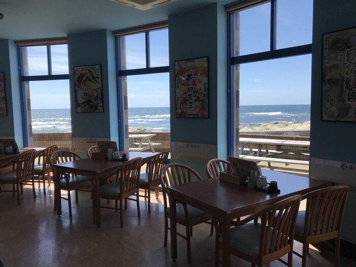 メディアで紹介されることも多い「はな房」は、地魚を使ったお料理が評判のレストラン。地元、千倉白子漁港定置網で水揚げされた新鮮な地魚をおなかいっぱいいただけます。