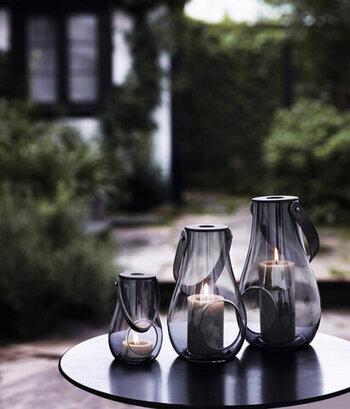 スウェーデンの家にはカーテンがないことも多いため、窓辺にキャンドルや植物を置いて外観もセンスよく仕上げます。カーテンを使用する日本では、LEDライトやランタンなどで代用することで同じ雰囲気を楽しめそうですね。