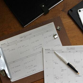 在宅ワークで使える、ユニークな文房具を選べるのも今年ならでは!「KNOOPWORKS(クノープワークス)」のプランナーメモは、手帳とは別に細かな予定を書き込んだり、仕事のスケジュール管理に便利なアイテムです。1枚ずつ剥がして必要な分だけ使えるので、より自由な使い方ができますよ。
