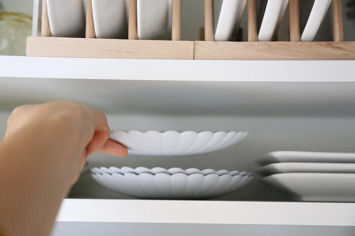 収納はスペースに対して8割程度に抑えるようにするのがおすすめ。隙間が生まれることで、ものを出し入れする動作が減り、時短につながります。また、どこに何があるのかも見やすくなり、サッと取り出せるように。
