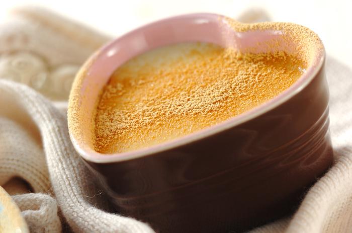 寒い季節のティータイムにほっと一息つけそうなドリンクのレシピです。さつま芋の食べ応えが苦手な方は、飲み物から挑戦してみるのもおすすめ。ミキサーで攪拌して簡単に作れるデザートポタージュのようなスイーツです。きな粉や豆乳も入った和のテイスト♪