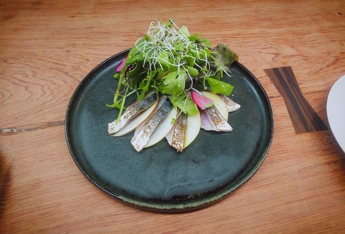 信州のお野菜の素材感を生かしつつ、そこに驚きや感動が取り込まれているお料理の数々。前菜、スープ、メインがコースになった、ランチコースがおすすめです。