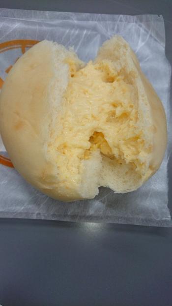 こちらはメディアでも取り上げられ、有名になったクリームパン。ジャージー牛乳をたっぷり使ったカスタードクリームは絶品!冷蔵庫でよく冷やして召し上がれ♪
