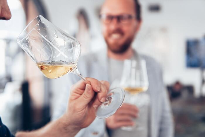 お気に入りの逸品で大人時間。お酒がおいしくなる器の選び方