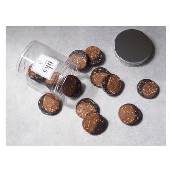 「コーヒー・アーモンド・ココア」は、その名の通りコーヒー×ココアのクッキー生地に、ローストアーモンドが練り込まれています。ほろ苦で香ばしく、コーヒーのお供にもぴったりです。