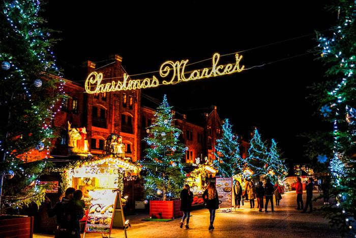 ドイツのクリスマスマーケットをイメージした会場では、ドイツ料理の食べ歩きやクリスマスグッズの買い物も大きなお楽しみの一つ。カメラを向けていろんな角度から切り取れば、海外旅行の記念写真みたいな仕上がりになりそうです。