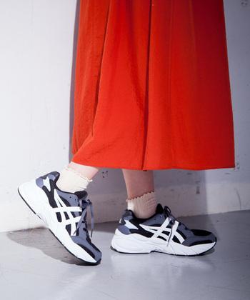 1998年にトライアスロンシューズとして登場したモデルをタウンユースしやすいようにアップデートしたシリーズ。名前の「GEL」は、ソールに採用された衝撃緩衝材のGELに由来しています。日本人の足に合うように作られているので、フィット感も抜群。