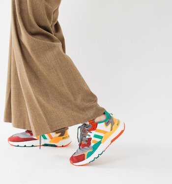 足元にボリューム感とスポーティーさを加えてくれるハイテクスニーカー。今っぽさが演出できるだけでなく、履き心地の良さにもきっと虜になるはず。ぜひお気に入りの一足を見つけてみてくださいね。