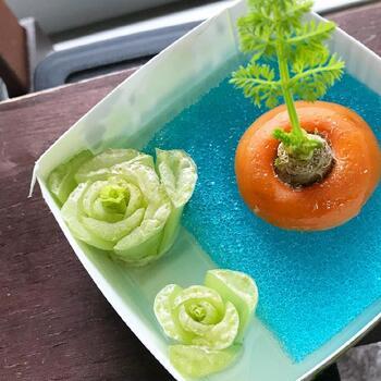 ここからはリボベジにおすすめの野菜と、育て方について紹介ます。定番の豆苗やニンジンなどをはじめ、小松菜やキャベツ、ネギなどいろいろな野菜を再生することができますよ。