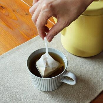 不織布のコーヒーバッグなので、熱湯に浸して手軽に抽出できます。いろんなコーヒーの飲み比べでき、お手頃価格なのでちょっとしたお礼に渡しやすいのも高ポイント!