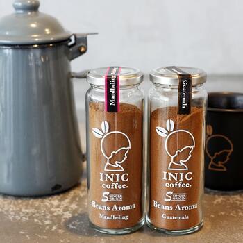 厳選したラビカ種のコーヒー豆を使用した「Beans Aroma 瓶」は、パウダータイプですが、コーヒー豆に一番合う抽出温度と時間にすることで、通常のインスタントコーヒーとはひと味違うハンドドリップで淹れたような味わいに仕上げました。