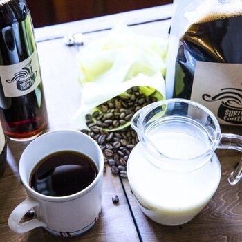 カフェオレの他、お湯割りでホットコーヒー、焼酎の水割りでコーヒーハイなどもおすすめ。7種類のラベルから好きなデザインを選べるのも嬉しいポイント♪