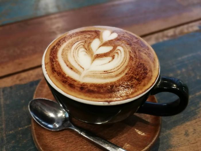 ラテアートが人気で、コーヒーはもちろん、フレーバーラテの種類が豊富!ドリンクは全てテイクアウト可能なので、時間がないときもふらっと立ち寄れて便利ですね。