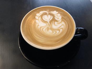 自家焙煎にこだわったスペシャルティーコーヒーが自慢で、コーヒー本来の深いコクを感じられます。本格的なのにお値段はリーズナブル!