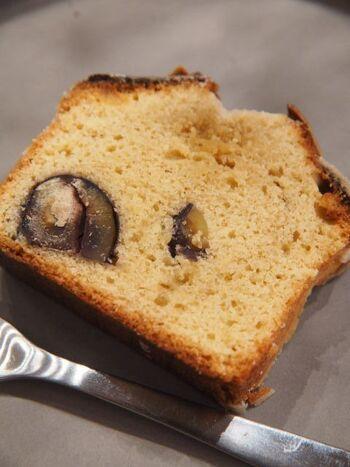 コーヒーに合わせて食べたいのがケーキ。定番の他に期間限定のものも登場します。美味しいコーヒーとケーキでほっとくつろぎましょう。