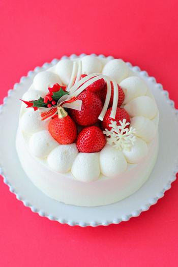 やっぱりクリスマスは、王道のイチゴのショートケーキが良いという方は、今年は手作りしてみませんか?基本のイチゴのショートケーキの作り方をマスターすれば、アレンジや飾りつけを工夫するだけで通年美味しいケーキをお家で作ることができて便利です。