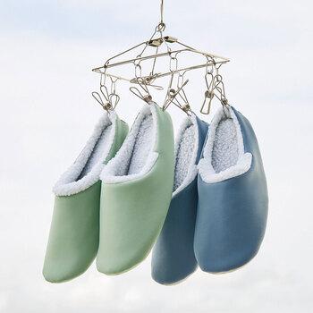 洗濯できる、滑りにくい、柔らかく軽量でストレスフリーに履けることをポイントに選べば、冬のお部屋でも快適に過ごせることでしょう。こちらのスリッパは、ネットに入れて洗濯機でも洗える優れもの。こまめにお手入れできるので清潔を保てますね。