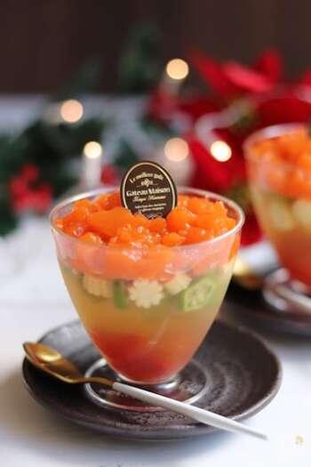 ニンジンとトマトの赤、オクラの緑が美しいカップテリーヌ。カップで作るので食べやすく、オクラとヤングコーンの断面もキュートで素敵。