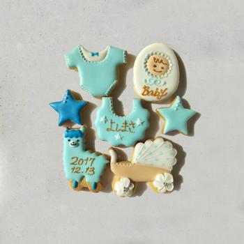 アイシングクッキーを出産祝いにプレゼントするのも素敵ですね。赤ちゃんのイニシャルや名前、生まれた日にちをプラスすると喜ばれそう♪