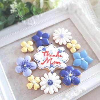 いつもはなかなか言えないひと言を、メッセージ入りのアイシングクッキーで。お花好きなお母さんにエレガントなデザインで贈ってみませんか?