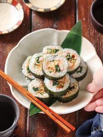 韓国風のり巻きのキンパ。白菜キムチを使えば、白菜の下準備ナシでお手軽に。カラフルで見た目から気分の上がるキンパは、お弁当にもピッタリですよ。