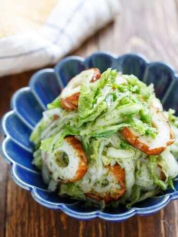 塩もみした白菜と材料を混ぜたら完成のお手軽ナムル。白菜をたくさん食べられるレシピなので、白菜の消費やヘルシーなおつまみとしても大活躍します。しっかり水気を絞れば、お弁当のおかずにも◎。
