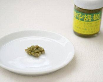 熊本県産の柚子と唐辛子でできた柚子胡椒。青唐辛子を使ったものは、辛みがマイルドで食べやすいのが嬉しい。和食の他、イタリアンにもよく合います。
