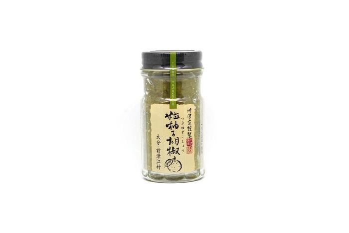 こちらの柚子胡椒は、粒々感があるのが特徴。噛むと柚子の香りと辛みが一気に広がります。ペーストにはない食感を楽しめますよ。