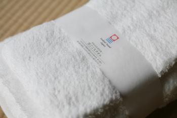 シルクのような柔らかさと艶を持つ新疆綿を使ったタオルは、雲のような柔らかさを追求した最高級タオルです。パイルの毛足が長く、柔らかでふんわりとした肌触りでサッと水分を吸い取ってくれます。