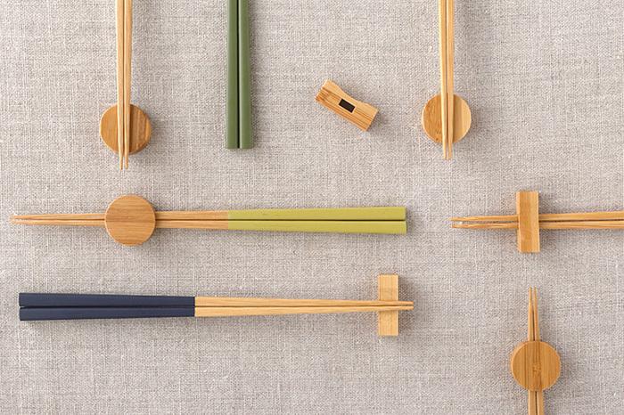 竹でできたお箸は、丈夫で軽く扱いやすいのが魅力です。柄の色合いが10色から選べるので、家族で使い分けも可能です。大小2サイズあります。