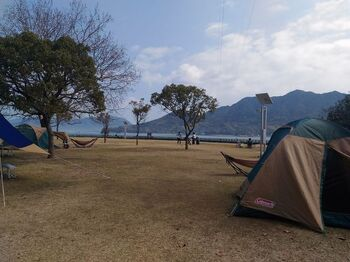 休暇村の敷地内ではキャンプも楽しめます。オーシャンビューの全10区画で、のんびりと大自然を満喫。夜は晴れていれば満点の星空です。