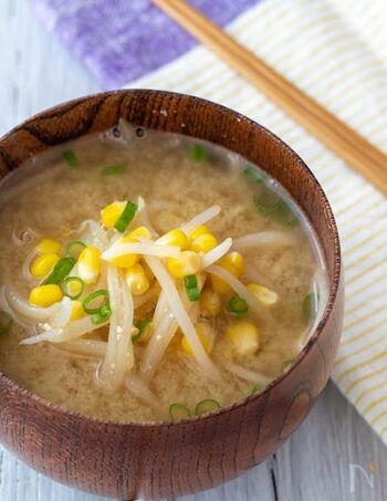 ちょこちょこ水分補給は大切ですが、食事に汁物を添えると確実に水分を摂ることができます。もやしからよい出汁が出て、バターの風味が合わさり食べ応えのある味噌汁です。