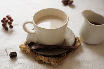 甘さの中に、生姜独特の辛みや香りがしっかり感じられるのが特徴。お湯で割ったり、ほうじ茶ラテに少し垂らしてチャイ風にするのがおすすめです。