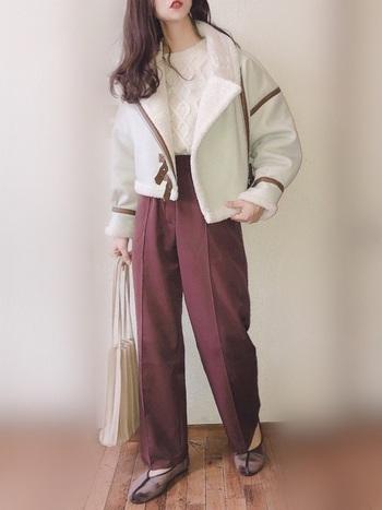ムルーアのムートンジャケットは、女性らしい丸みのあるビッグシエルットが豊富に登場しています。ムートンジャケット初心者の方でも、簡単にトレンドスタイルがつくれます。