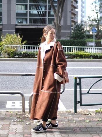 本革を使用したラルフローレンのムートンジャケットは、本物ならではの質感でラフスタイルも洗練されたコーデに仕上げてくれます。素材にこだわる大人な着こなしを楽しめますよ。