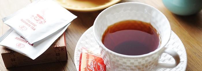 最高級オーガニック茶葉のみを厳選して販売しているルイボスティー専門店「RTRoom(アールティールーム)」。  「ルイボスティーを日常的に飲んで欲しい」という想いのもと、安心・安全で良質なルイボスティーを販売。特許取得済みの加工茶葉を100%使用した、オーガニック、無添加のルイボスティーを味わうことができます。