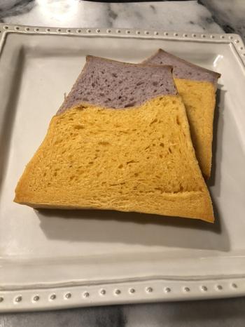 季節限定もあり、こちらはハロウィンバージョン。ほかにも、過去にはピンク×白のキュートな色合いの食パンも販売されていたそう。山梨を訪れた際は要チェックです。
