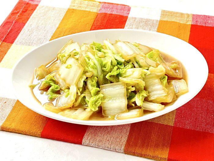 ガリバタしょうゆで炒めれば、白菜だけでご飯がすすむ立派なおかずになります。あっさりめのメインおかずで物足りないなというときにもおすすめ。安いからと白菜を買い込んでしまったときの大量消費にぜひ。