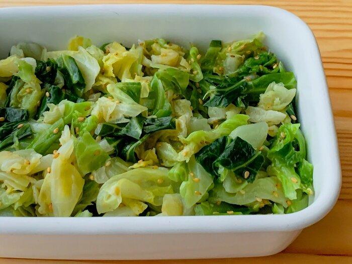 忙しい日は、お惣菜などを買って済ませたい事もしばしば。そんなときは、こんな風に緑の野菜のおかずの作りおきがあれば安心です。冷蔵で5日、冷凍で1ヶ月と日持ちするので、時間があるときにキャベツを買って作り置きで使い切るのも野菜の在庫管理が楽でおすすめです。