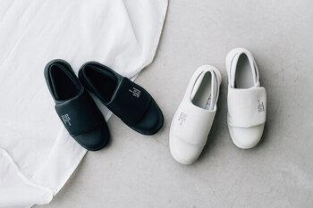 医療現場で愛用されてきたナース用のワークシューズを日常使いできるデザインに落とし込んだ「HOSP」。長時間履いても疲れにくく、脱ぎ履きがしやすい設計になっています。