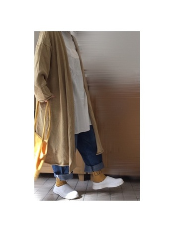 ホワイトなら休日のカジュアルスタイルと合わせても◎洗練されたシンプルなデザインは、デニムと合わせてもカジュアルになりすぎません。