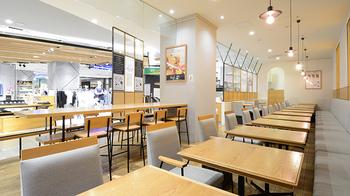 新宿高島屋内にある「発酵デリカテッセン カフェテリア Kouji&ko(コウジアンドコー)」は、日本で古くから親しまれている発酵の伝統を守りつつ、よりスタイリッシュにアレンジした料理がいただけるお店です。