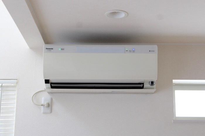 夏本番を迎える前の6月中に、家電の掃除を済ませておきましょう。例えば、エアコン。しっかり掃除をして、キレイな状態で使い始めたいですね。除湿器やサーキュレーター、扇風機、洗濯機なども、この月に念入りに掃除しておきたい家電です。