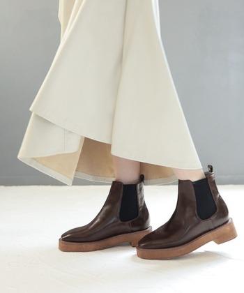 低身長さんには、ヒールありのものや厚底タイプのものがおすすめ。脚長&スタイルアップを実現してくれます。