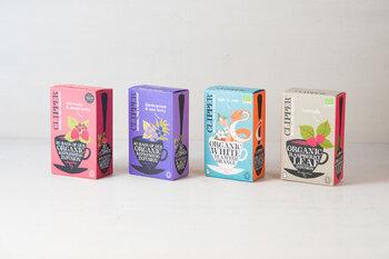 カラフルなパッケージに心躍るこちらのハーブティーは、イギリス生まれのブランド「CLIPPER(クリッパー)」のもの。  アフリカ、インド、スリランカの最上級の茶園からピックアップされた上質な茶葉は、いつも頑張るあなたのご褒美時間にぴったり。それぞれに魅力を持った10種類を展開しているので、気分に合わせて選んでみてくださいね。